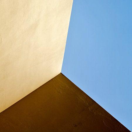 Drievlaksverdeling in blauw, geel en bruin van Hans Kwaspen
