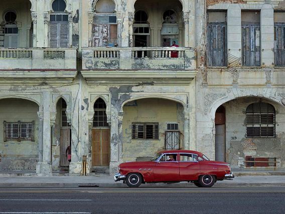 Klassieke Amerikaanse auto op Malecón in Havana Cuba. van Maurits van Hout