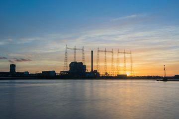 Fabriek Nijmegen tijdens fantastische zonsondergang