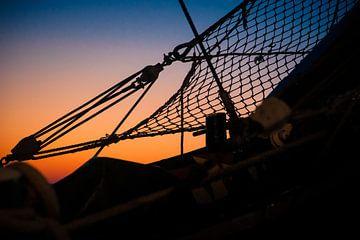 Details und Silhouetten am Bug eines alten Segelschiffes von Fotografiecor .nl