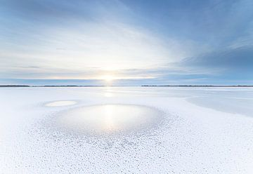 Sonnenuntergang auf gefrorenem See (Niederlande)