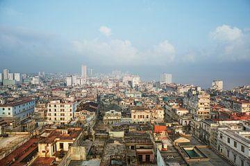 Sunset City of Havana mit der Altstadt und mehreren ikonischen Gebäuden. von Tjeerd Kruse