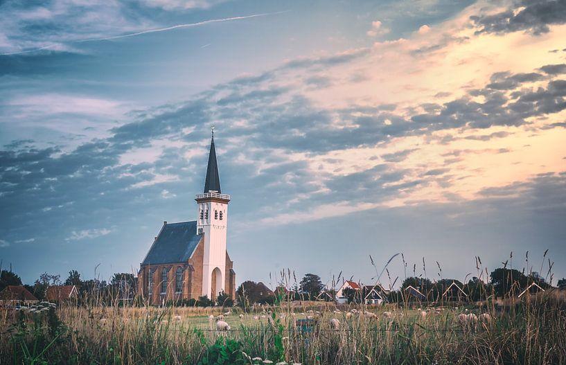 Kerkje op Texel tijdens zonsondergang van Martijn van Dellen