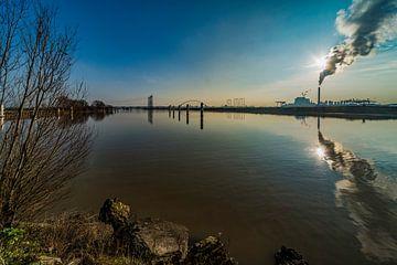 Wolkenmachine van electriciteitscentrale in Nijmegen van Maerten Prins