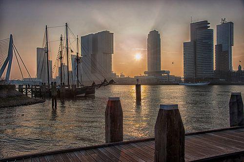 Zonsopkomst bij de Kop van Zuid in Rotterdam van