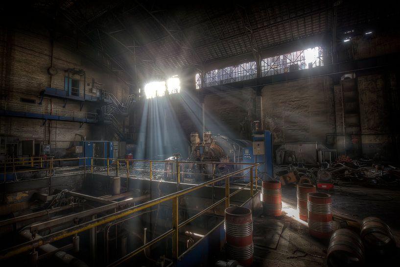 Electriciteitcentrale in een verlaten hoogoven (Urbex) van Eus Driessen