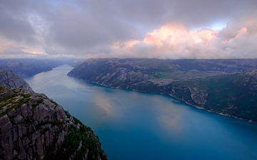 Zonsondergang op de Preikestolen, Noorwegen van