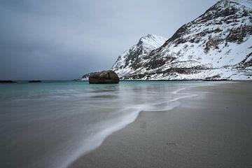 Haukland Strand van Julia Schellig
