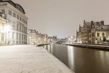 Bei Schneefall auf der Graslei von Gent von Marcel Derweduwen