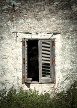 Mysterieus oud raam.. van Sran Vld Fotografie