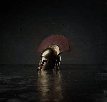 Majestätischer Sparta Helm im dramatischen Licht von Besa Art