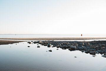 Voorjaar in Zeeland - Ondergaan zon, strandfotografie in Vlissingen van Eleana Tollenaar