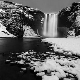 Skogafoss waterval, Ijsland in zwart-wit von Sander Meertins