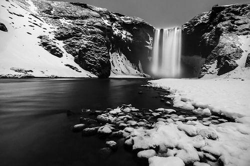 Skogafoss waterval, Ijsland in zwart-wit