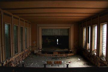 Een verlaten theater  van Melvin Meijer