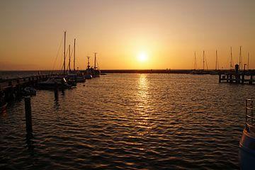 zonsondergang in haven van wil spijker
