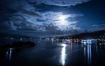 Ambon - Nacht van Maurice Weststrate
