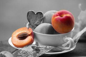 Verse abrikozen in de nostalgische mok van Tanja Riedel