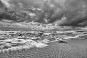 Ruige zee en wolken langs de kust van Zeeland! van Peter Haastrecht, van