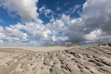 Wolken - zand - strand von Anja Brouwer