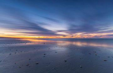 Zonsondergang op het strand van Ameland van Marcel Kerdijk
