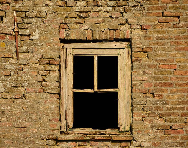 Oud vervallen raam von Martine Moens