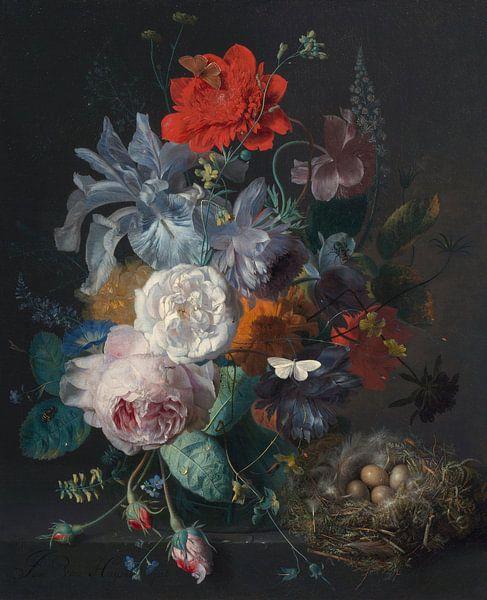 Blumenstillleben in einer Glasvase mit einem Vogelnest auf einem Steinsockel, Jan van Huijsum von Meesterlijcke Meesters