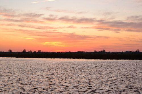 Zonsopkomst aan het van stakenborgh kanaal, bij Stroobos, Friesland