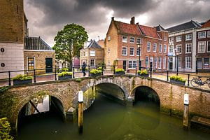 Stadsgezicht oud Dordrecht van Danny den Breejen