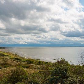 Dramatische wolken boven Het Oerd op Ameland van Peter Apers