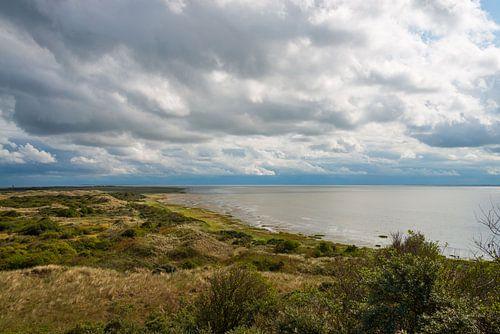 Dramatische wolken boven Het Oerd op Ameland