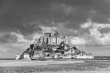 Mont Saint-Michel in schwarz und weiß von Martijn Joosse