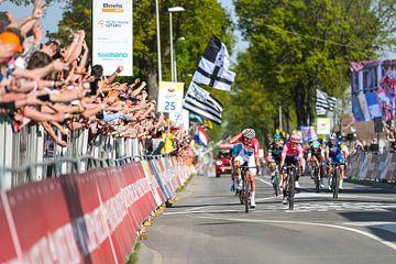 Mathieu van der Poel wint de Amstel Gold Race van Leon van Bon