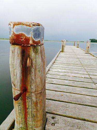 Eenzame houten steiger van
