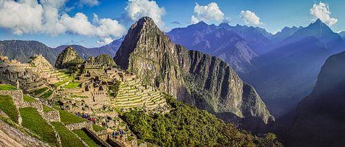 Breed panorama op de verborgen stad Machu Picchu, Peru