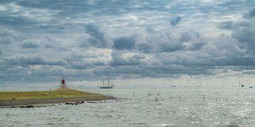 L'IJsselmeer près de Stavoren par une journée d'été ensoleillée.