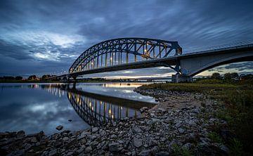 Sonnenuntergang an der Ijsselbrug in Zwolle. von Claudio Duarte