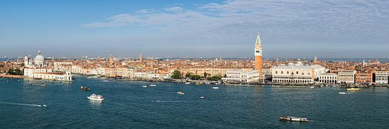 Venetië - uitzicht vanaf de basiliek van San Giorgio Maggiore van Teun Ruijters
