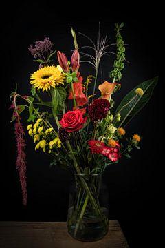 Stilleven bloemen in een vaas: Kleurrijk veldboeket