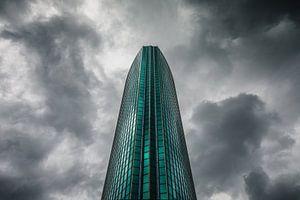 Donkere wolken achter het Beurs World Trade Center Rotterdam