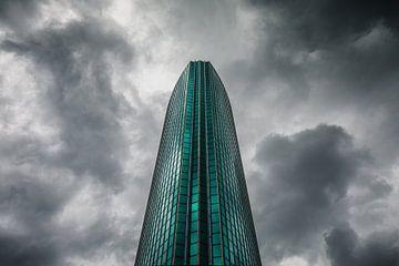Donkere wolken achter het Beurs World Trade Center Rotterdam sur Martijn Smeets