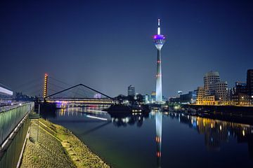 Mediahaven Düsseldorf bij nacht van 77pixels