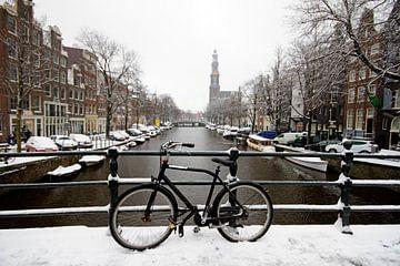 Das verschneite Amsterdam mit der Westerkerk von Nisangha Masselink