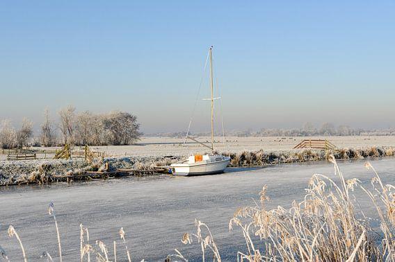 Winterlandschap met zeilbootje van Merijn van der Vliet