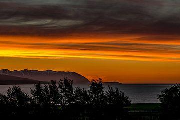 Orange evening sky in a fjord in Northern Iceland looking to the ocean von Hein Fleuren