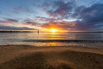 zonsondergang aan strand van Peter Abbes