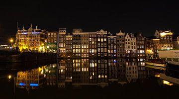 Damrak in Amsterdam van Charelle Roeda