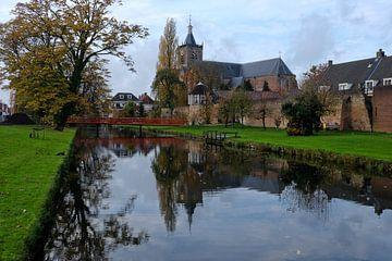 Vianen stadsgracht met Grote Kerk van Maarten Kerkhof