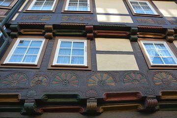 Gevel van een historisch vakwerkhuis in de oude binnenstad van Wernigerode van Heiko Kueverling