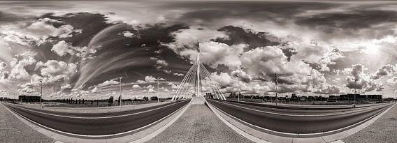 Panorama: Prinz Claus-Brücke, Utrecht mit bewölktem Himmel (schwarz und weiß)